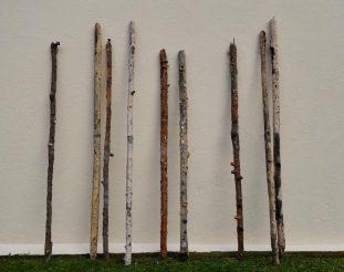 ©-Rachel-Labastie-Bâtons-2017-Série-de-sculptures-en-céramiques-réalisées en résidence-avec-Association-COOP-le-village dEgulbatti-en-Navarre