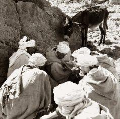 Une-zerda-le-repas-des-hommes-tribu-des-Beni-Melkem-1935-1936-©-Germaine-Tillion