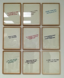 9 Proverbes brodés sur tissu_Annette Messager